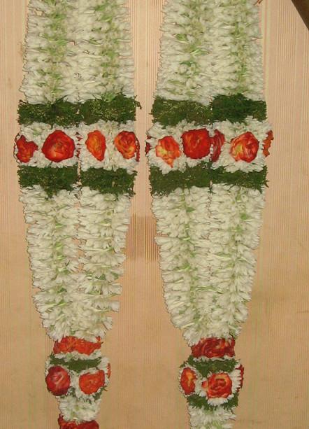 சாமந்திப் பூச்சரங்களின் மாலை